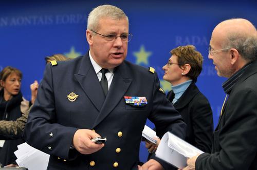l'amiral Labonne avec votre serviteur (crédit : Conseil UE)