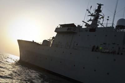 Le HMS Carlskrona de retour dans Atalanta avec un nouvel équipage