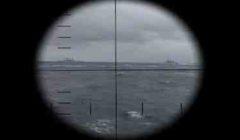Les camps pirates vus au ras de l'eau ; un sous-marin en action