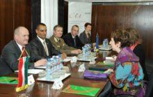 Ashton rend visite à la présidence hongroise pour s'assurer de son soutien