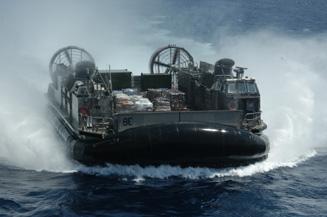 L'USS Kearsage, spécialiste de l'intervention militaro humanitaire
