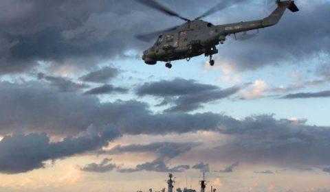 Lhélicoptère Lynx qui est normalement à bord du Cumberland porte bien linscription
