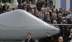 Marché des drones à Dassault. Un beau looping par-dessus l'Europe