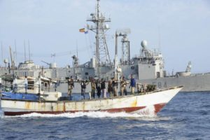 Un dhow yémenite, servant de bateau-mère, libéré