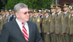 En Roumanie, un général à la défense, un prof de philosophie aux Affaires étrangères