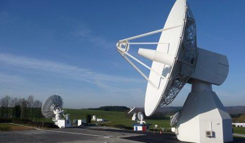 La cellule d'achat des communications satellites, sur orbite
