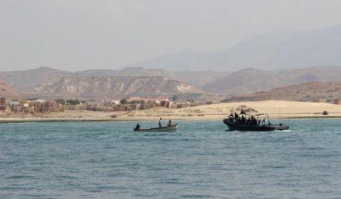 Les marins d'Ocean Shield à la rencontre des pêcheurs somaliens