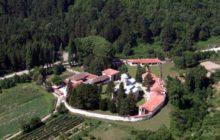 Le droit de propriété du monastère serbe de Decani au Kosovo. Sensible…