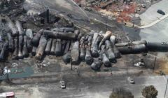 Lamas de wagons vu du haut laisse une idée des dégâts au sol... il ne reste plus rien aux alentours (Crédit : BST - bureau de la sécurité du transport, canadien)