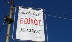 Bannière appelant au boycott des élections de novembre 2013 à Mitrovica. (Crédit: Adam Jones - Global photo Archive)