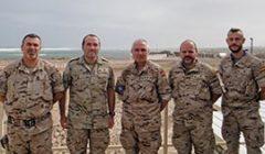 Les 5 militaires espagnols de la mission EUTM Somalie, déployés à Mogadiscio (Crédits: mde.es)