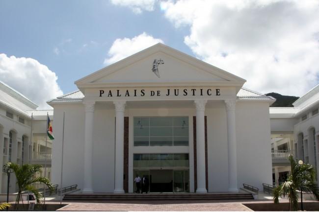 Le siège de la justice à Port Victoria - Seychelles qui est désormais un des seuls pays à accepter de juger les pirates somaliens (crédit : Ministère néerlandais de la Défense)