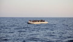 Canot de migrants en mer (crédit : agence Frontex)