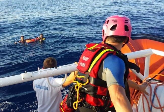 sauvetage des rescapés par les gardes cotes italiens le 4 octobre (crédit : Guardia Costiera - gardes côtes italiens)