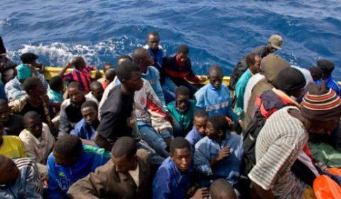 Navire de migrants intercepté par la Garde côtière en Novembre 2009 (Crédit : UNHCR/A. Rodríguez)