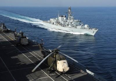 Le HMS Illustrious dans le détroit de Hormouz (crédit : Royal Navy)