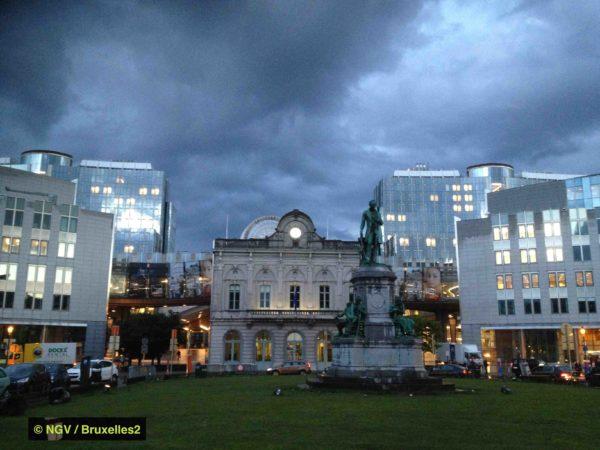 Tout regrouper à Bruxelles ? Ici la place du Luxembourg à Bruxelles (© NGV / B2)