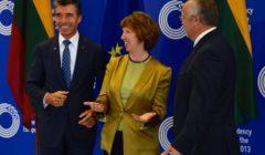 A.F. Rasmussen avec la Baroness Ashton à Vilnius lors de la réunion informelle des ministres de la Défense (crédit : OTAN)