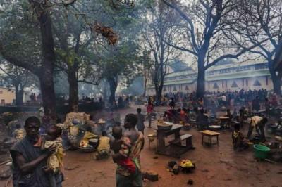 Dans le diocèse de Bossangoa, la population chrétienne se réfugie autour des églises, écoles. 40 000 personnes vivant dans (Crédits: Africatime.com)