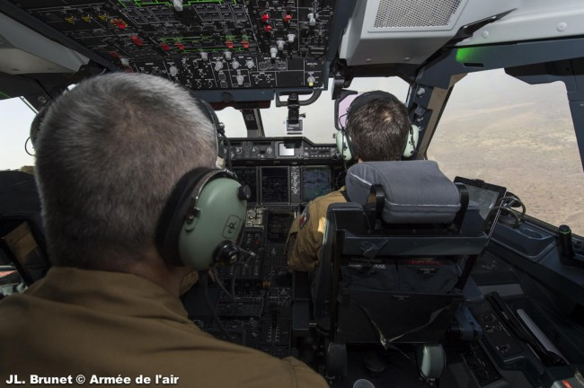 Arrivée de l'A400M à proximité de l'aéroport de Bamako au Mali (crédit : armée de l'air)