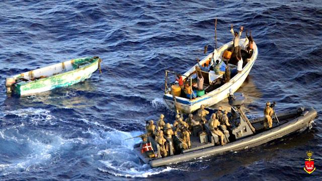 l'arrestation des suspects par les commandos danois le 10 novembre (crédit : marine danoise)