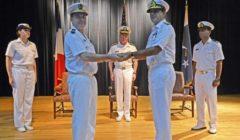 H. Blejean (à gauche) remettant le commandement de la CTF 150 à son homologue pakistanais le 1er aout 2013 (crédit : CTF 150 / Dicod)