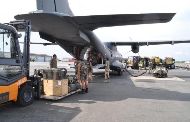 embarquement de matériel pour le Centrafrique à partir du Tchad (crédit : DICOD / Ministère français de la Défense)