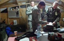 Relève des Américains au camp Cabra par lescadron déclairage et dinvestigation français (Crédit : Ministère français de la Défense / DICOD)