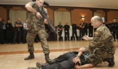 La formation des gardes privés par les militaires espagnols (crédit : B2 / Ministère espagnol de la Défense - sept. 2011)