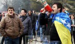 Un des meneurs de la révolte (crédit : RTV Slon Tuzla)