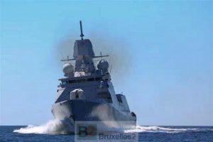 L'Evertsen lancée à pleine machine (crédit : marine Néerlandaise)
