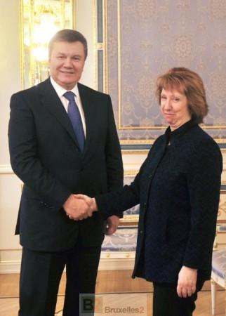 Le temps des poignées des mains avec Ianoukovitch est terminé, le temps des sanctions est venu. Lady Ashton  lors de sa tentative de médiation début février avec les dirigeants ukrainiens (crédit : Commission européenne)