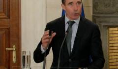 A.F. Rasmussen à la conférence de presse à Athènes (crédit : OTAN / B2)