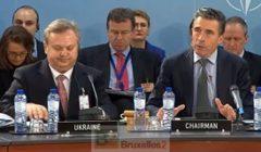 Le secrétaire général de lOTAN, A.F. Rasmussen et le vice-ministre de la défense O. Oliynyk au début de la réunion (Crédit : OTAN)