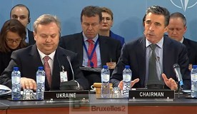 Le secrétaire général de l'OTAN, A.F. Rasmussen et le vice-ministre de la défense O. Oliynyk au début de la réunion (Crédit : OTAN)