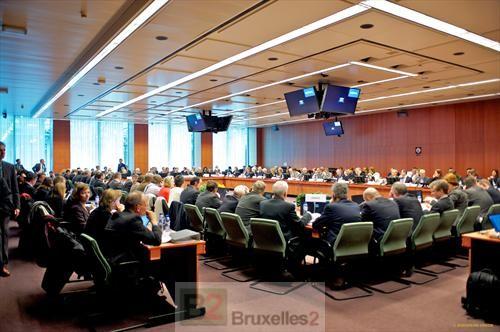 """Les ambassadeurs de l'Union européenne et de l'OTAN, en réunion de """"crise"""", mercredi, à Bruxelles (Crédit : Conseil de l'UE)"""