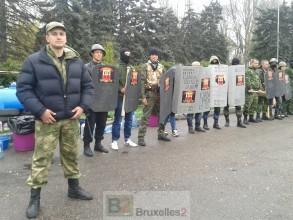 Viktor et son détachement de jeunes manifestants dans le camp pro-Russe Loreline Merelle@B2