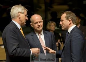 Carl Bildt et William Hague, deux initiateurs de la mission PSDC au conseil des ministres le 14 avril (crédit : Conseil de l'UE)