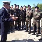 Le général Mercier briefe les éléments avec un petit rappel historique des débuts de l'aviation polonaise, avec l'aide française (© NGV /B2)