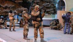 Hommes armés dans lest de  lUkraine - via @adagamov