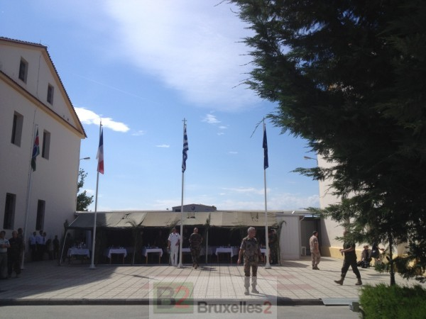 L'entrée du quartier général de Larissa (© NGV /B2)