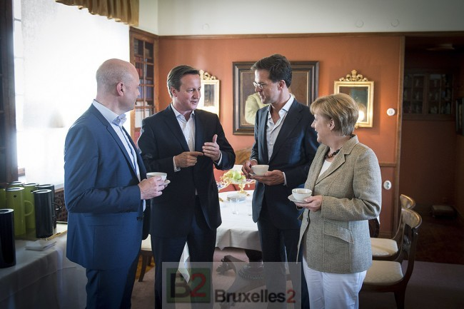 David Cameron au centre de la conversation avec ses alter ego suédois, néerlandais et allemand lors de la rencontre de Harpsund il y a quelques jours (crédit : Chancellerie allemande)