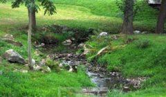 La rivière Lezak à Lezaky (crédit : CSJiří Sedláček aka Frettie)