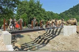 military_engineers_work_together_on_bridge_building_task_3_20140811_1461614205