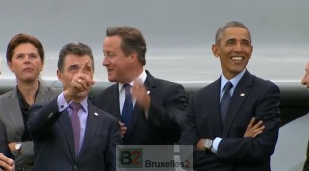 Rasmussen, Cameron, Obama réjouis comme des enfants pour un défilé aérien