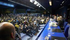 Dans la salle de presse du Conseil, bondée, le soir du 30 août, quand les deux nominés Tusk et Mogherini font face à la presse... (crédit : Conseil de lUE)