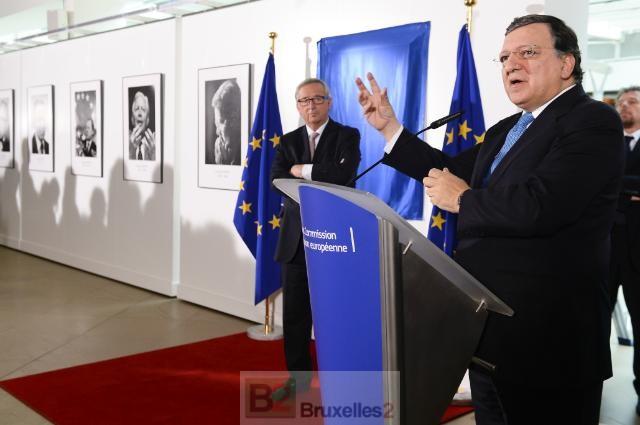 JM Barroso en présence de JC Juncker dévoilant son portrait dans la galerie des anciens présidents de la Commission (crédit : CE)