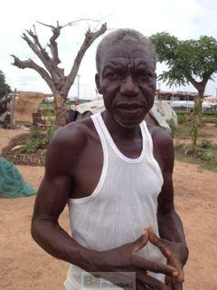 Denis raconte sa vie au camp de déplacés