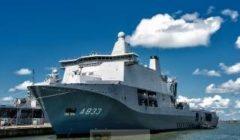 Le Karel Doorman à quai à son port dattache Den Helder (crédit : Marine néerlandaise)