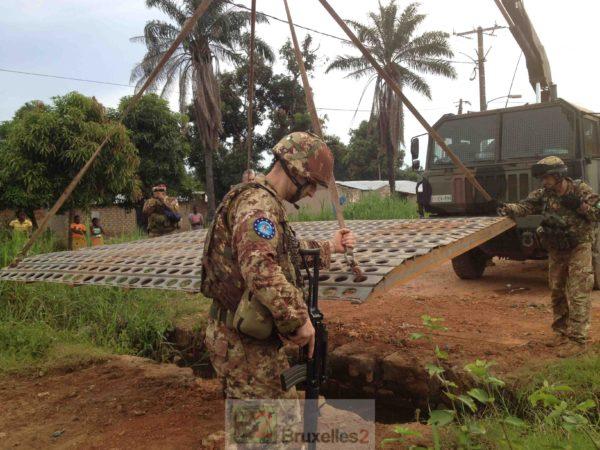 A Bangui, la pose d'une passerelle n'est pas un détail